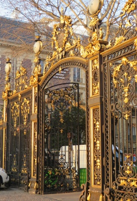 Inside Paris Tours - Grille Parc Monceau - Ostentatious bourgsoisie of the XIXth century